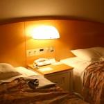 【寝室照明】睡眠前に備えて電球色LEDに交換
