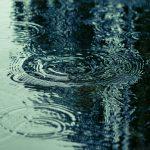 梅雨時期の寝苦しさ&布団カビ対策にはエア系マットレスが最強