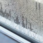 冬にマットレスや布団が濡れる現象の問題点と対処法